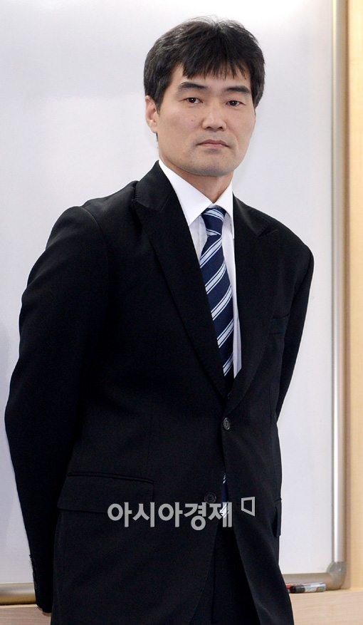 [포토]자진 사의 표명한 정재근 연세대 감독