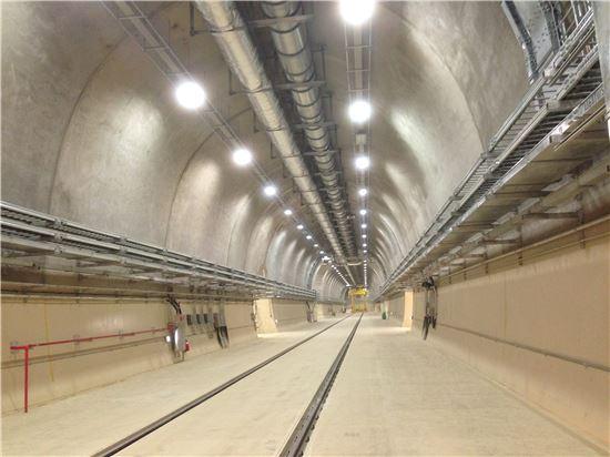 ▲경주 방폐장 지하 130m에 위치한 동굴처분 시설은 두께 1.2m가 넘는 콘트리트로 만들어졌다.