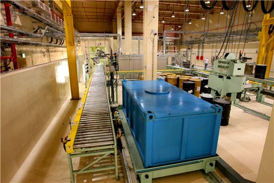 ▲경주 방폐장 인수저장시설에서는 선량측정과 핵종분석 등 폐기물에 대한 검사가 이뤄진다.