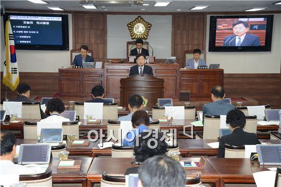 조충훈 순천시장은 11일 제185회 순천시의회 임시회 1차 본회의장에서 시정 연설을 하고있다.