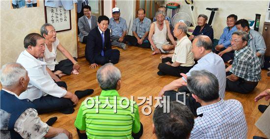 박우정 고창군수가 지난 8일부터 민선6기 출범과 함께 14개 읍면 방문으로 민생행보를 시작했다.