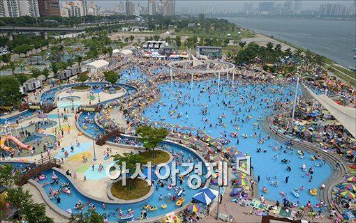 [포토]오늘도 더운 서울, 북쩍이는 수영장