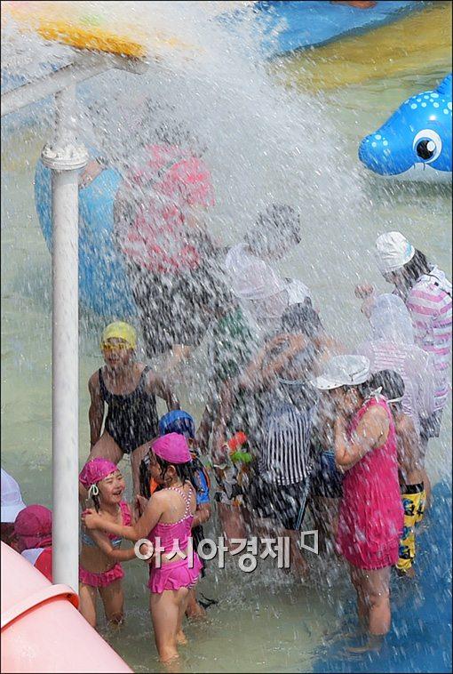 [포토]시원한 물벼락