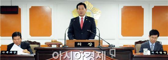 정수길 함평군의회 의장이 개회를 선언하고  본격적인 의정활동에 들어갔다.