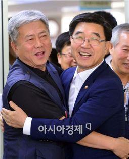 ▲이기권 고용노동부 장관이 18일 오후1시 한국노총을 방문했다.