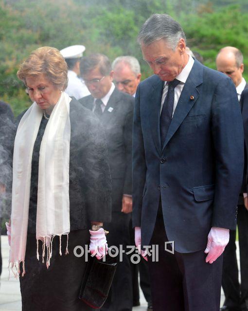[포토]묵념하는 포르투갈 대통령