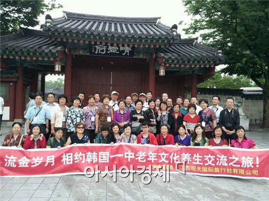 남원시는 23일부터 8월 20일까지 한 달 동안 천여 명의 중국단체 숙박관광객이 남원을 방문한다고 밝혔다.