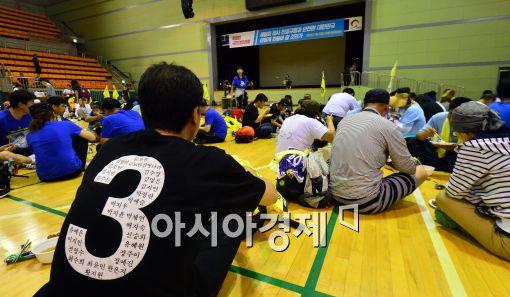 [포토]광명시민체육관에 도착한 세월호 유가족들,'힘은 들지만…'