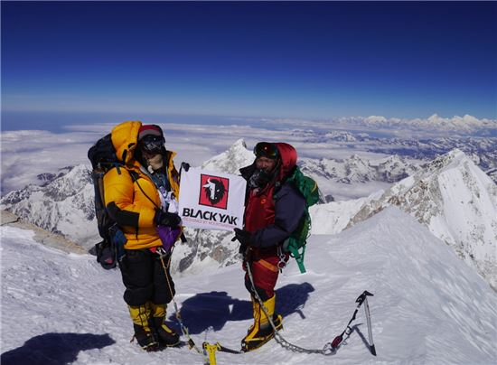 5월 칸첸중가 등정성공한 김미곤 대장(오른쪽)