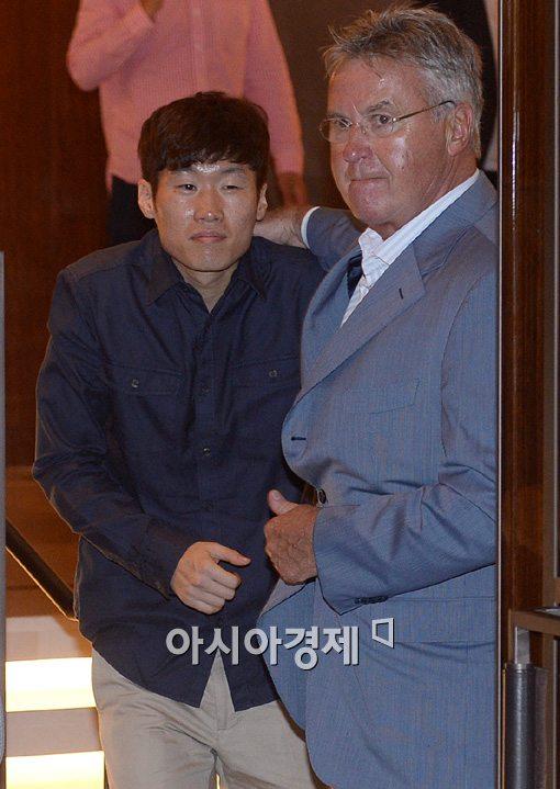 [포토] '영웅' 박지성도 히딩크 앞에선 귀여운 애제자