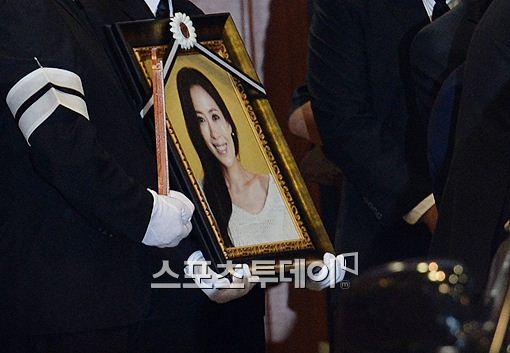 고(故) 유채영의 발인이 26일 오전 거행됐다.