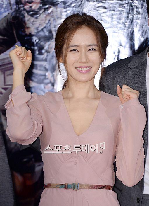 KBS2 수목극 아이언맨 후속으로 편성된 '왕의 얼굴'의 주연으로 물망에 오른 손예진