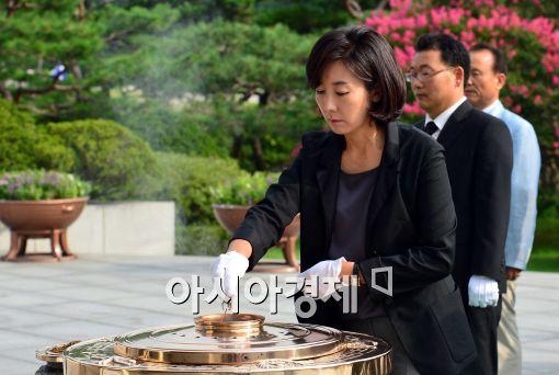 [포토]분향하는 나경원 국회의원