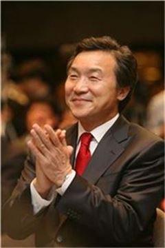 손학규 새정치민주연합 상임고문이 지난달 31일 정계 은퇴를 선언했다.
