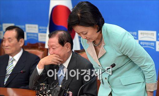 [포토]회의 참석하는 박영선 대표 권한대행