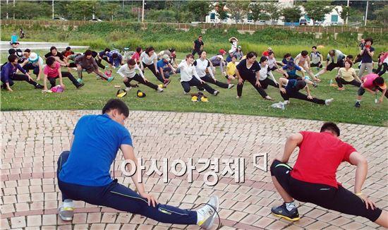 순천시는 동천 수변공원에서 동천길 걷기 행사를 개최했다.
