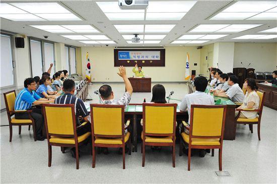 유덕열 동대문구청장, 직원과 대화