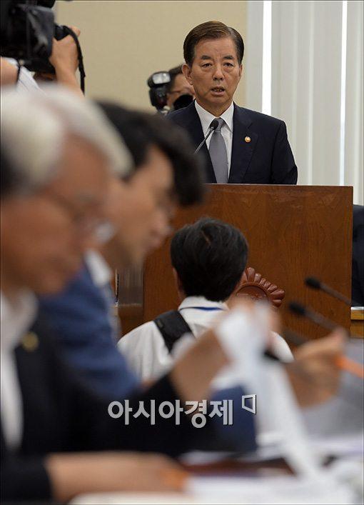 [포토]현안보고하는 한민구 국방장관