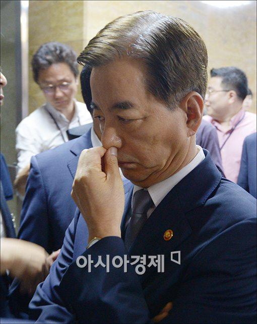 [포토]고개 떨군 한민구 국방장관