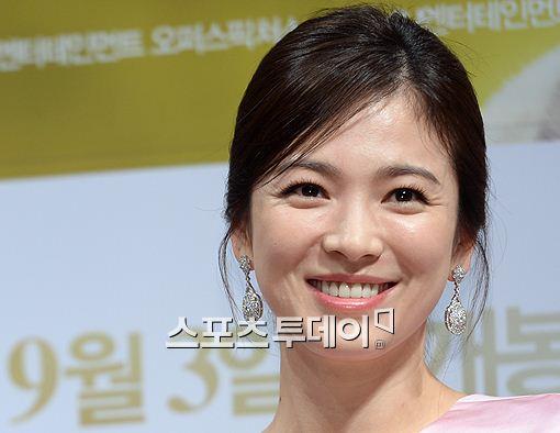 송혜교가 조인성을 응원하기 위해 '괜찮아 사랑이야' 촬영장을 방문했다.