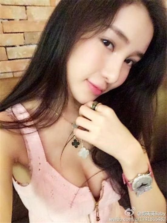 궈메이메이가 도박과 성매매 의혹을 받고 조사를 받았다. (사진: 궈메이메이 웨이보)