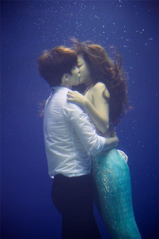 잉여공주 속 수중 키스신(사진: CJ E&M 제공)