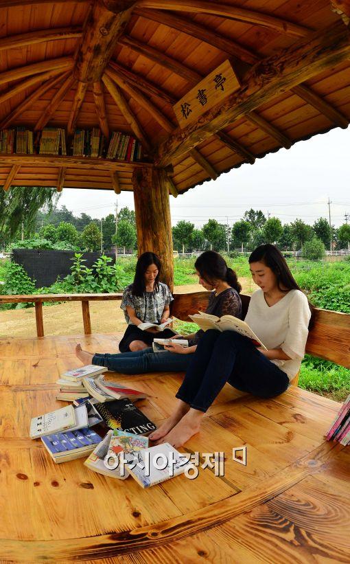 [포토]독서 삼매경에 빠진 시민들
