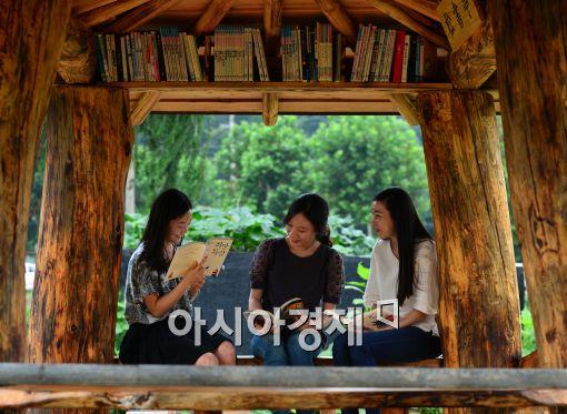 [포토]'독서 삼매경에 푹~'