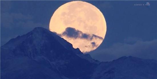 ▲추석에 8월의 '슈퍼문'에 이어 두 번째로 큰 보름달이 떠오른다.[사진제공=NASA]