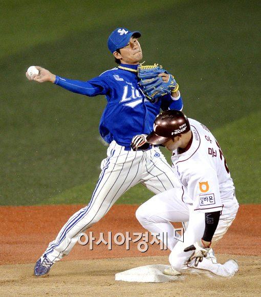 [포토]김상수,'완벽한 병살로 만들어주마!'
