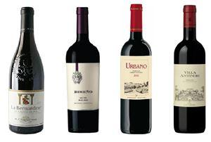 아영FBC가 교황 방안을 기념해 교황과 관련된 와인 4종을 추천했다.