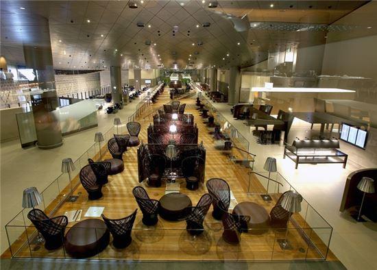 알 무르잔 라운지는 1만 평방미터의 규모로 한 번에 최대 1000명의 방문객을 수용할 수 있다.