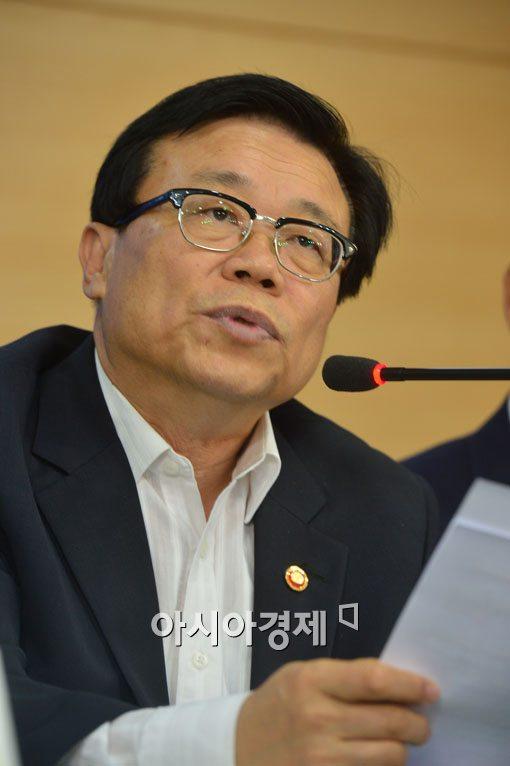 """[포토]이동필 농축산부 장관, """"김치·삼계탕 수출 확대한다"""""""