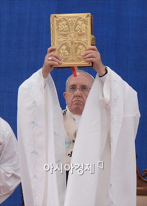 [포토]미사 집전하는 프란치스코 교황