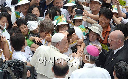 [포토]교황의 따뜻한 위로
