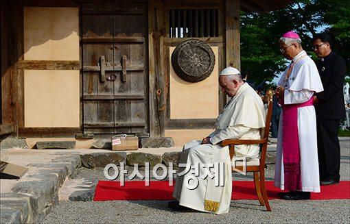 [포토]기도하는 프란치스코 교황