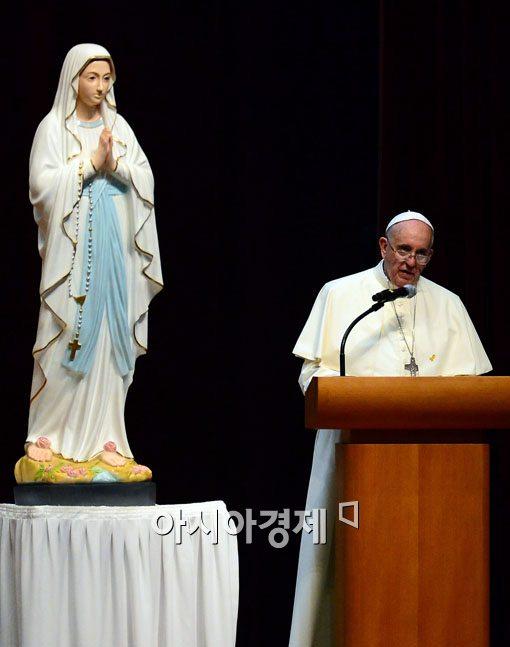 [포토]성모 마리아와 프란치스코 교황