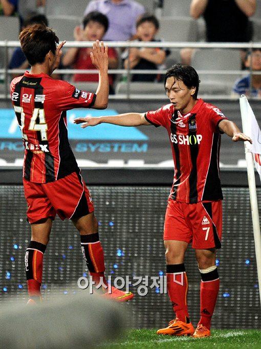 [포토]김치우 쐐기골,'융단폭격 골 퍼레이드 가자!'