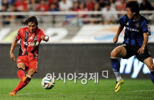 [포토]김치우,'대포알 쐐기골 간다'