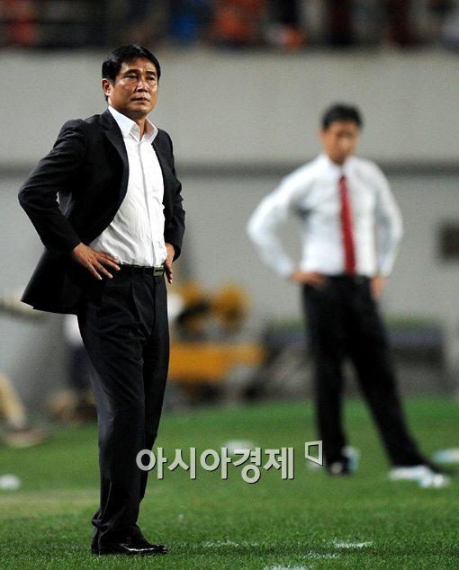 [포토]김봉길 감독,'경기 참 안 풀리네'