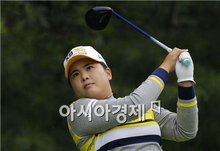 박인비가 LPGA챔피언십 셋째날 5번홀에서 티 샷을 하고 있다. 피츠퍼드(美 뉴욕주)=Getty images/멀티비츠