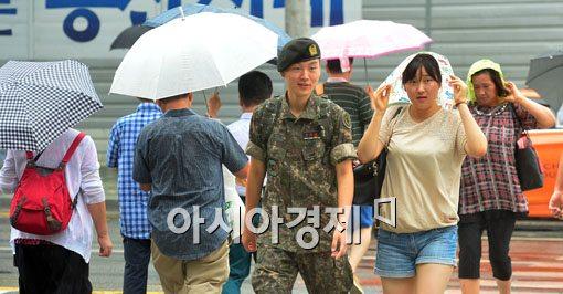 [포토]우산이 없으면 손수건이라도
