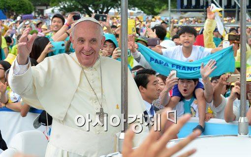 [포토]교황님! 여기요!
