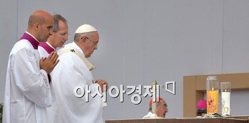 """교황, 조카 일가족 사망에 """"슬픔 공유…기도 요청"""""""