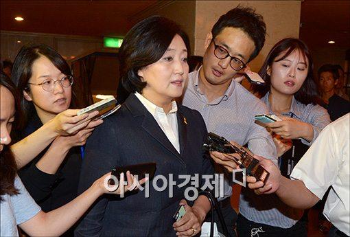 [포토]회의 참석하는 박영선 원내대표