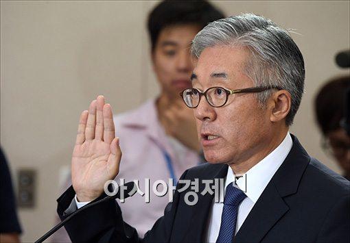 [포토]증인선서하는 김종덕 후보자