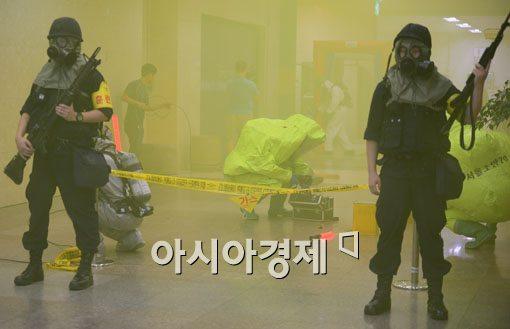 [포토]독가스 테러에 방독면 쓴 경찰특공대