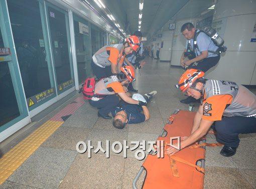 [포토]신속하게 출동한 구조대원들