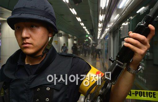 [포토]테러현장 엄호하는 경찰특공대