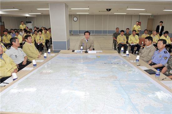 <박홍률 목포시장이 18일 지역통합방위태세 확립을 위한 목포시통합방위협의회를 주재하고 있다.>